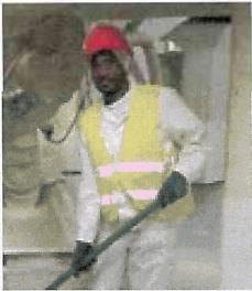 Hiruy Kelati Tesfagbar bei Reinigungsarbeiten im Sicht- und Versand-Bereich